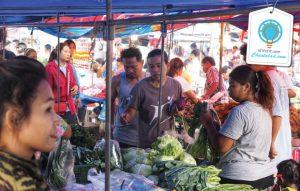 ที่ขายของ ตลาดนัดชุมชนวัดเชือก สินค้าราคาถูก ขายของสด วัตถุดิบปรุงอาหาร เสื้อผ้ารองเท้า